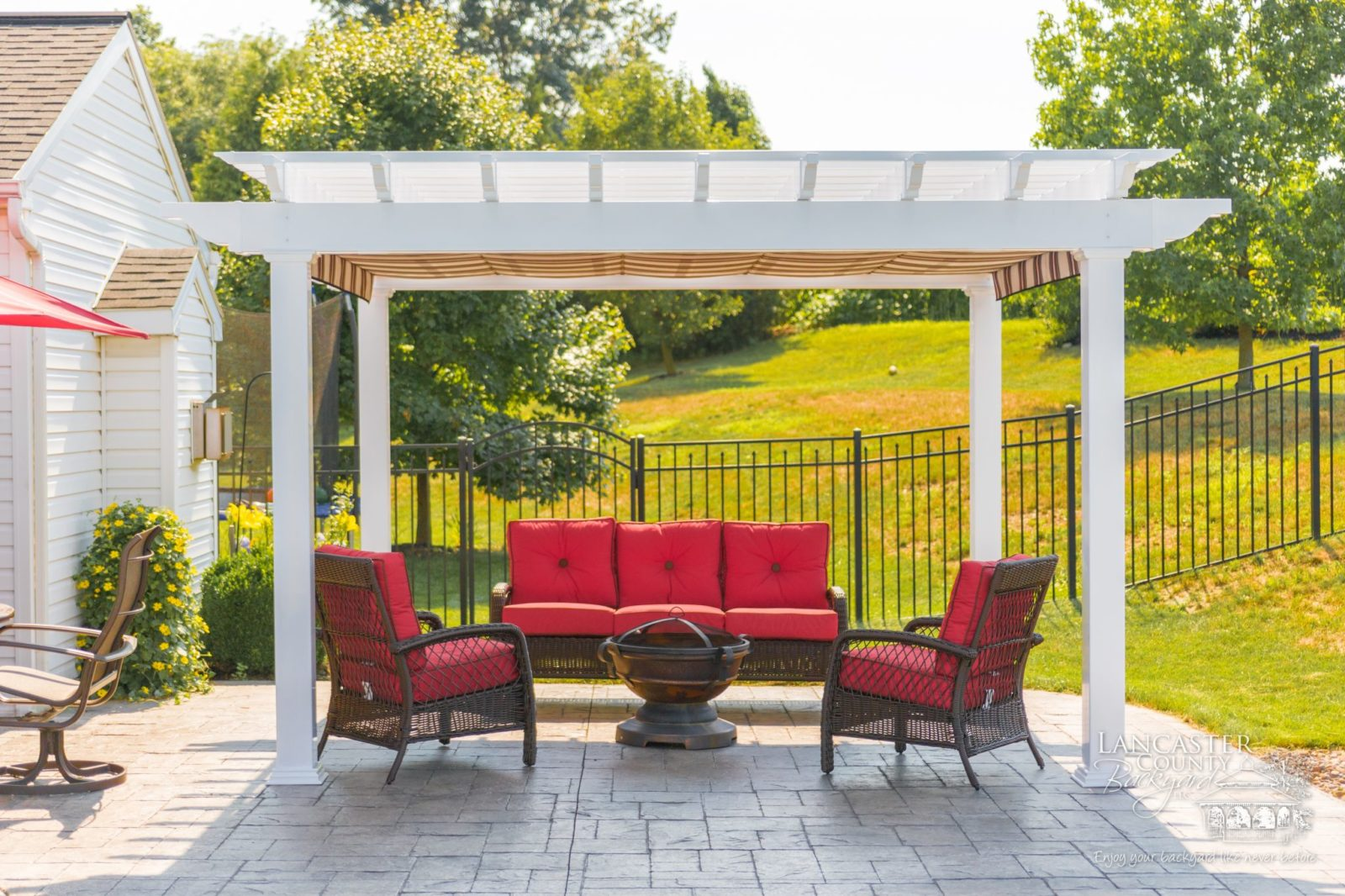front view of pergola in lititz pa 1